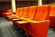 biografstole med bordplade 32